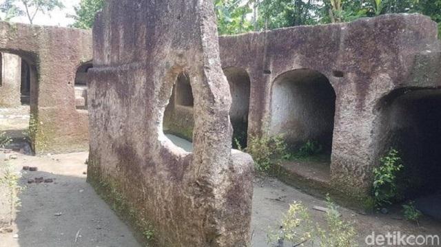 rumah bunker makam wali songo