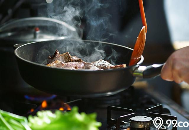 memasak daging