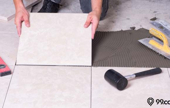 cara memasang keramik lantai