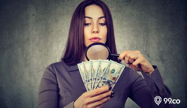 8 Cara Membedakan Uang Asli dan Palsu agar Tidak Tertipu. Mudah Banget, kok!