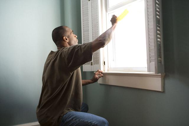cara membersihkan kaca jendela