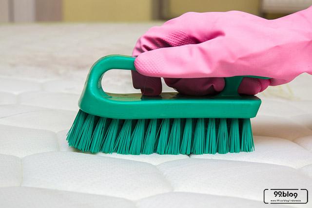 cara membersihkan spring bed