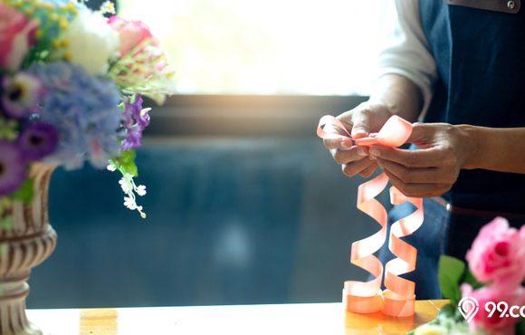 cara membuat bunga dari plastik