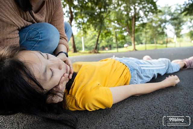 cara menangani orang pingsan