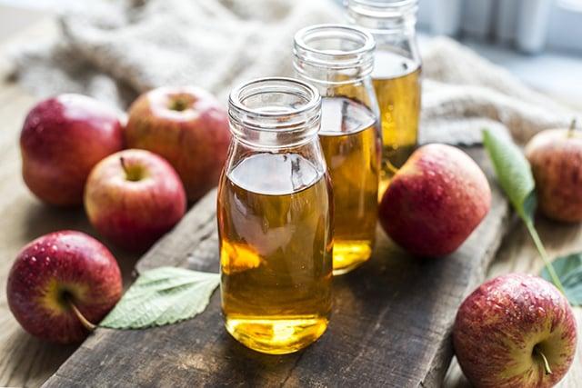 cara menghilangkan bruntusan cuka apel