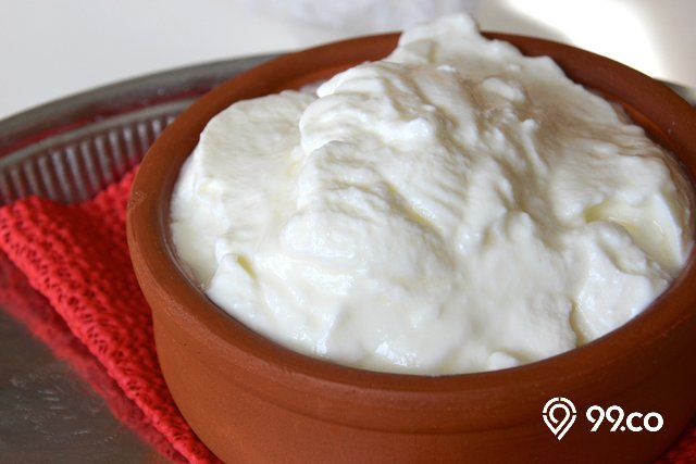 satu mangkuk yogurt plain