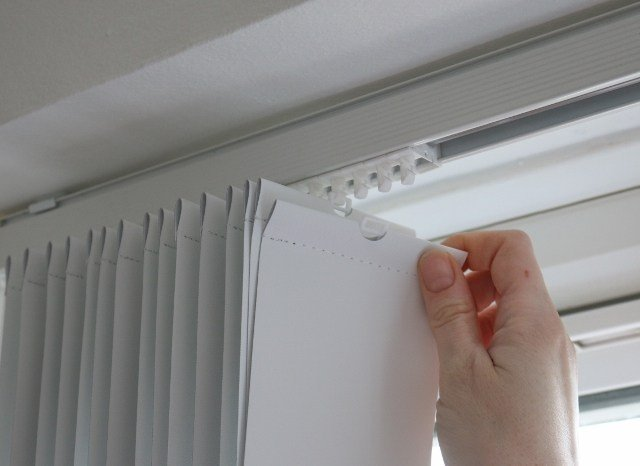 cara memasang vertical blind