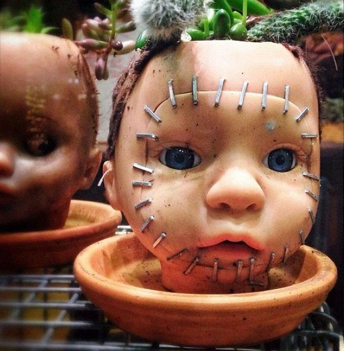 pot dari boneka bekas