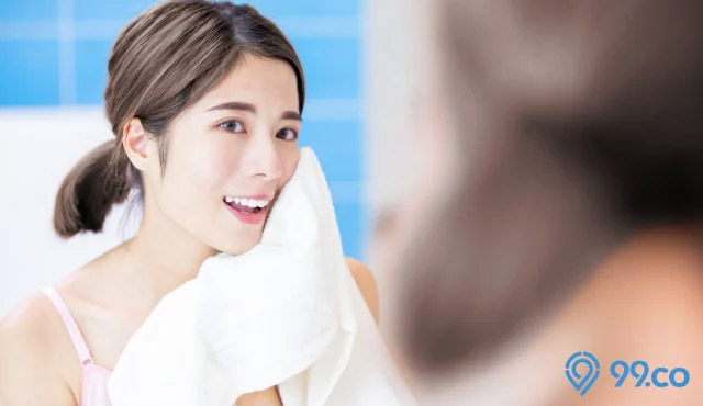 mencuci muka bersih