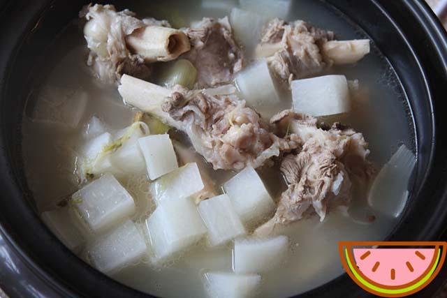 rebusan daging kambing dan lobak
