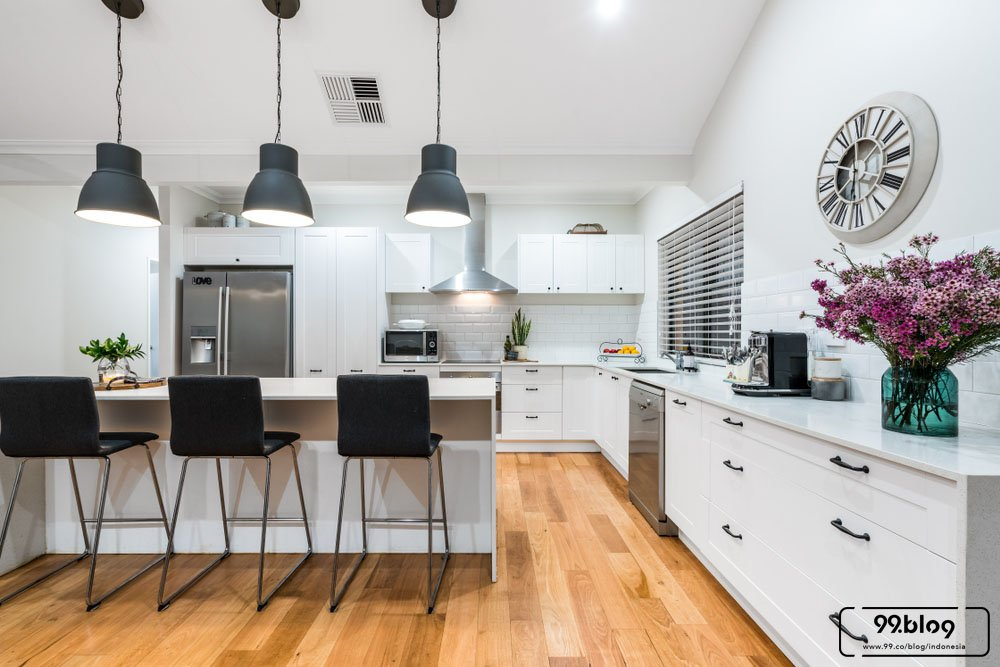 dapur bercat putih