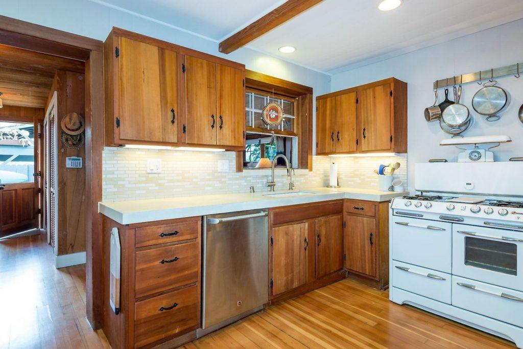 dapur bernuansa kayu