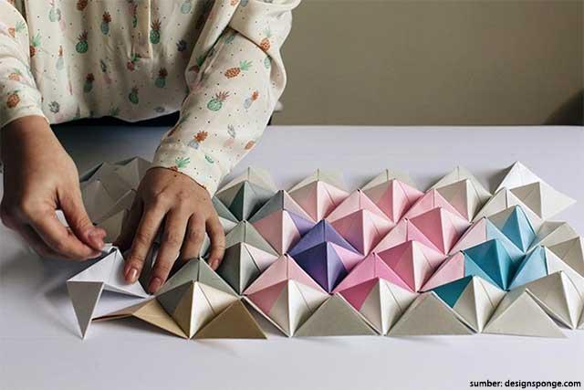 6 Hiasan Dinding Dari Kertas Yang Mudah Dibuat Enggak Repot