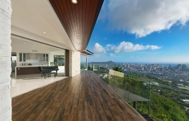 desain balkon minimalis mewah dari kayu dan kaca