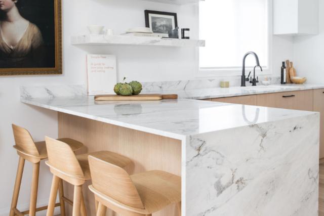 desain dapur minimalis marmer putih