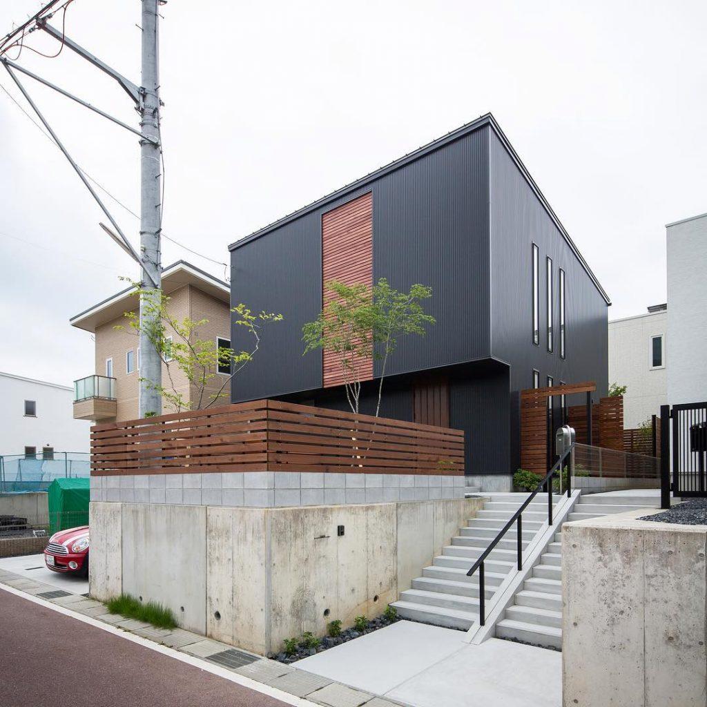 desain rumah minimalis cat hitam