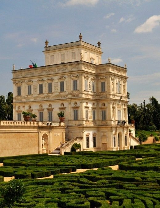 desain rumah romawi klasik