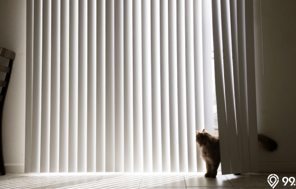 desain vertical blind jendela rumah