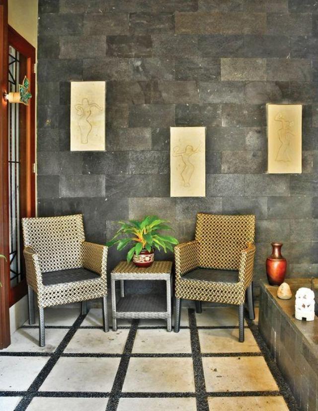 dinding batu alam di teras rumah minimalis