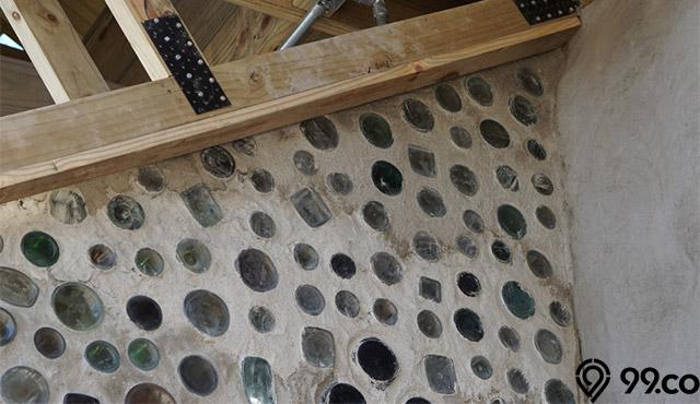 Mengenal Eco Brick, Bata Ramah Lingkungan nan Murah. Bisa Kamu Buat Sendiri di Rumah!
