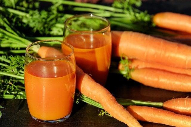 efek samping wortel jus wortel di dalam gelas