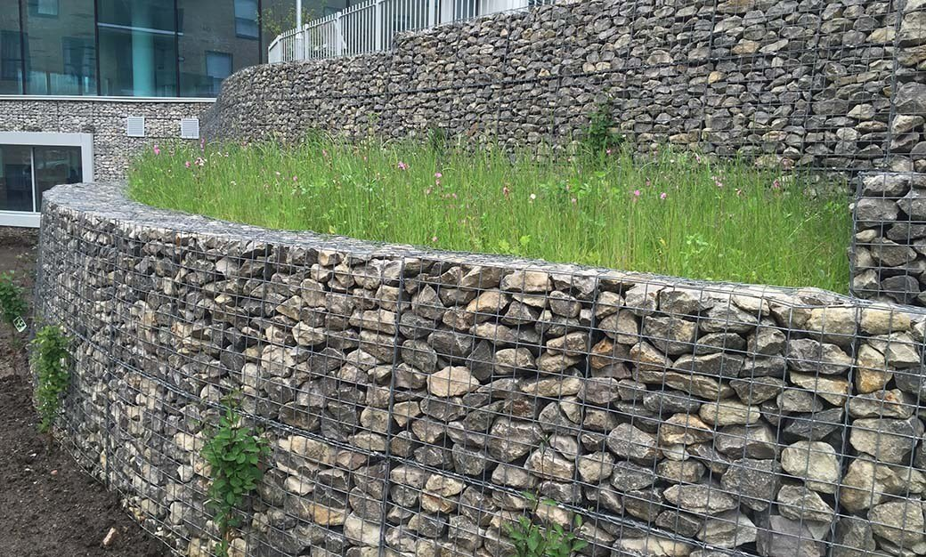dinding revetment wall