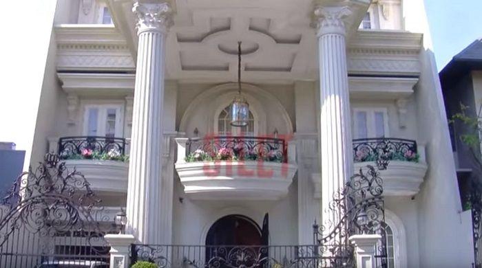 tampak depan rumah Helena Lim