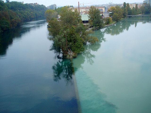 fenomena aneh sungai arve - 7 Tempat Dengan Fenomena Aneh Di Dunia | Ada Laut Setan!