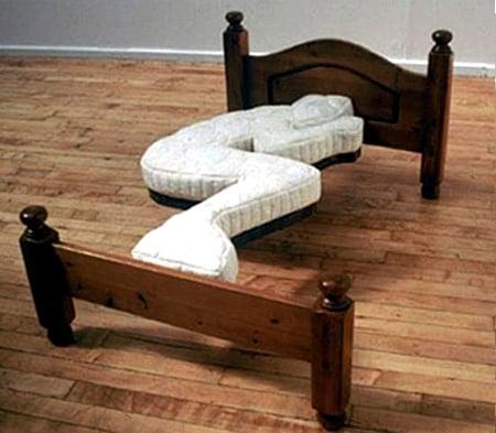 tempat tidur aneh