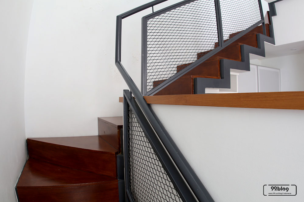 tangga rumah tropis minimalis
