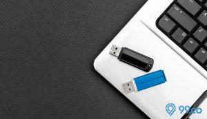flash disk dan laptop