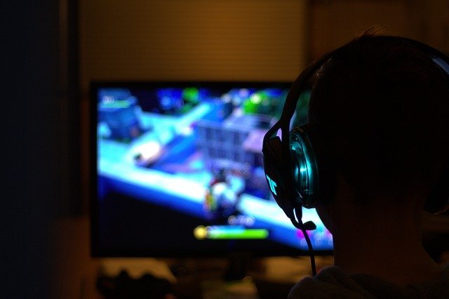 usaha warnet main game headset