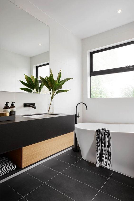 kamar mandi canggih warna hitam putih