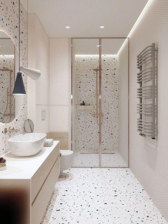 kamar shower berwarna merah muda polkadot