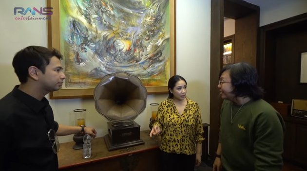 gramafon di rumah ari lasso