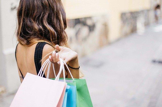 cara bebas dari hutang dengan menghentikan kebiasaan belanja