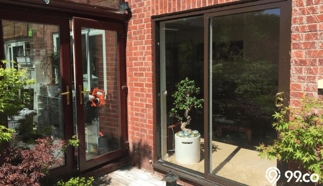 5 Jenis Pintu Kaca Rumah Agar Jarak Pandang Tampak Lebih Luas