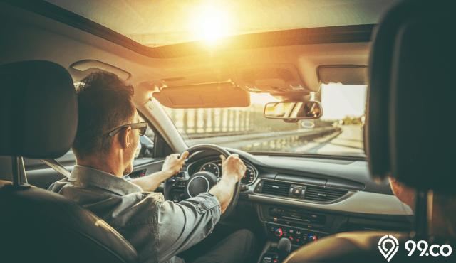 7 Arti Mimpi Naik Mobil Menurut Berbagai Tafsir. Benarkah Jadi Pertanda Buruk?