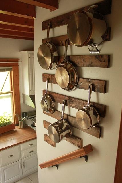 gantungan ala industrial jadi hiasan dinding dapur