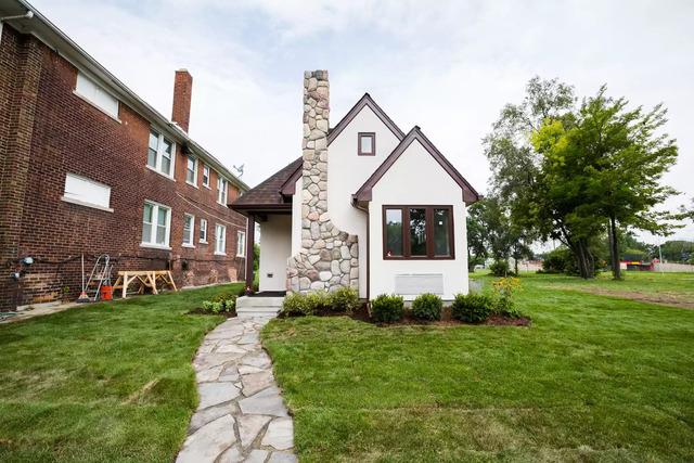 rumah kecil gaya semi tudor