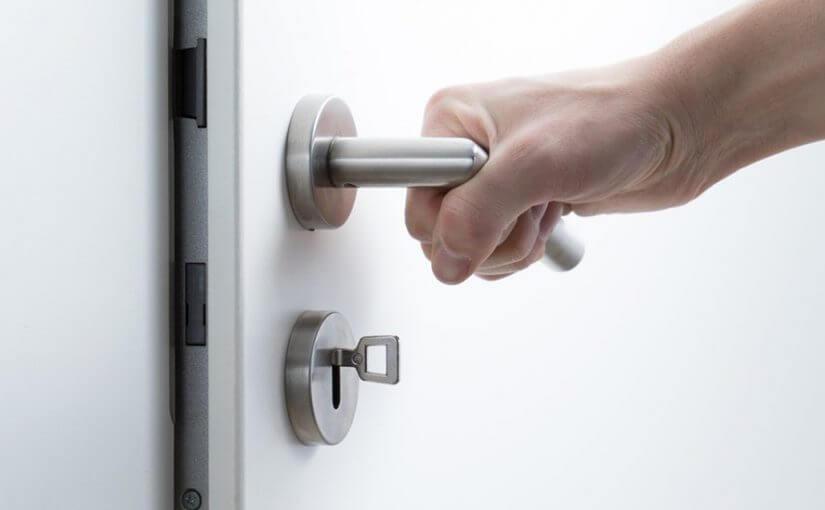 kunci pintu rumah