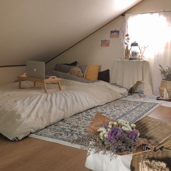 desain kamar tidur kecil di loteng