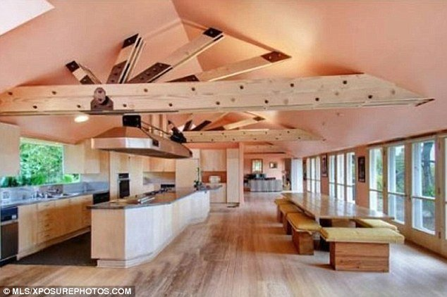 interior rumah artis