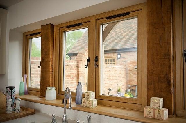jendela dapur kayu