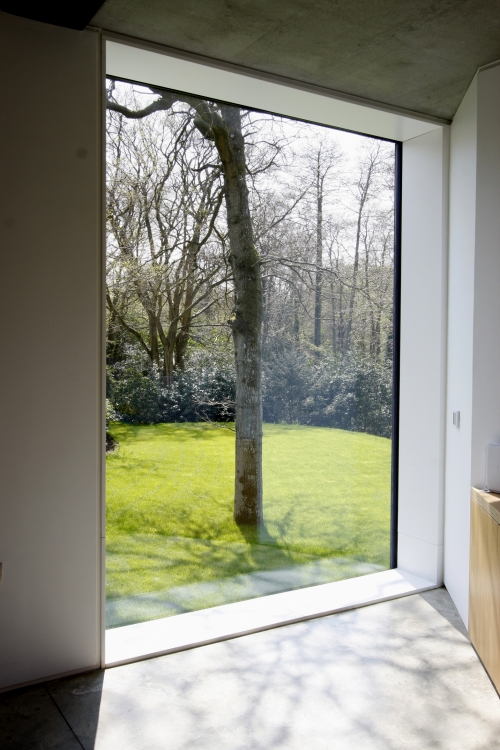 kaca jendela rumah minimalis