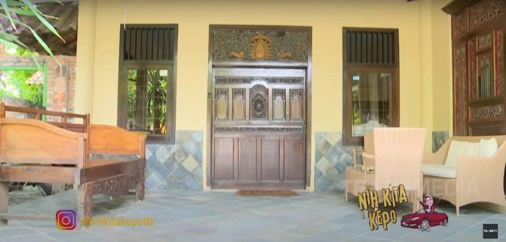 ornamen tradisional rumah artis