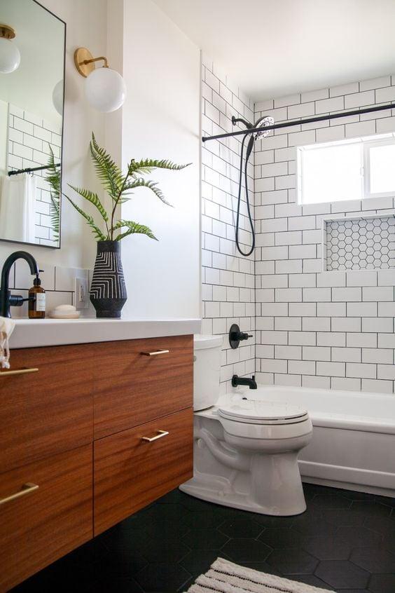 tempat mandi cantik, sederhana, warna putih