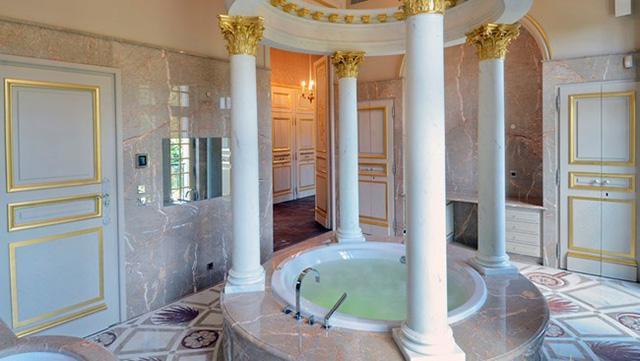 kamar mandi raja