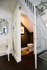 7 desain kamar mandi sederhana di bawah tangga. lebih