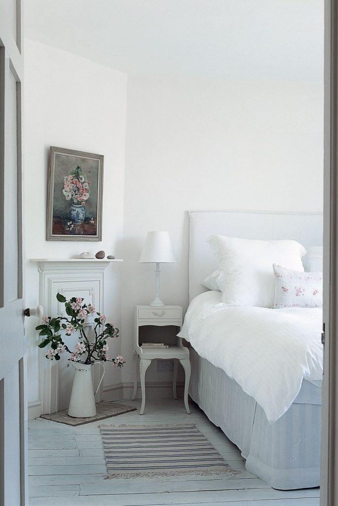kamar tidur dengan warna pastel